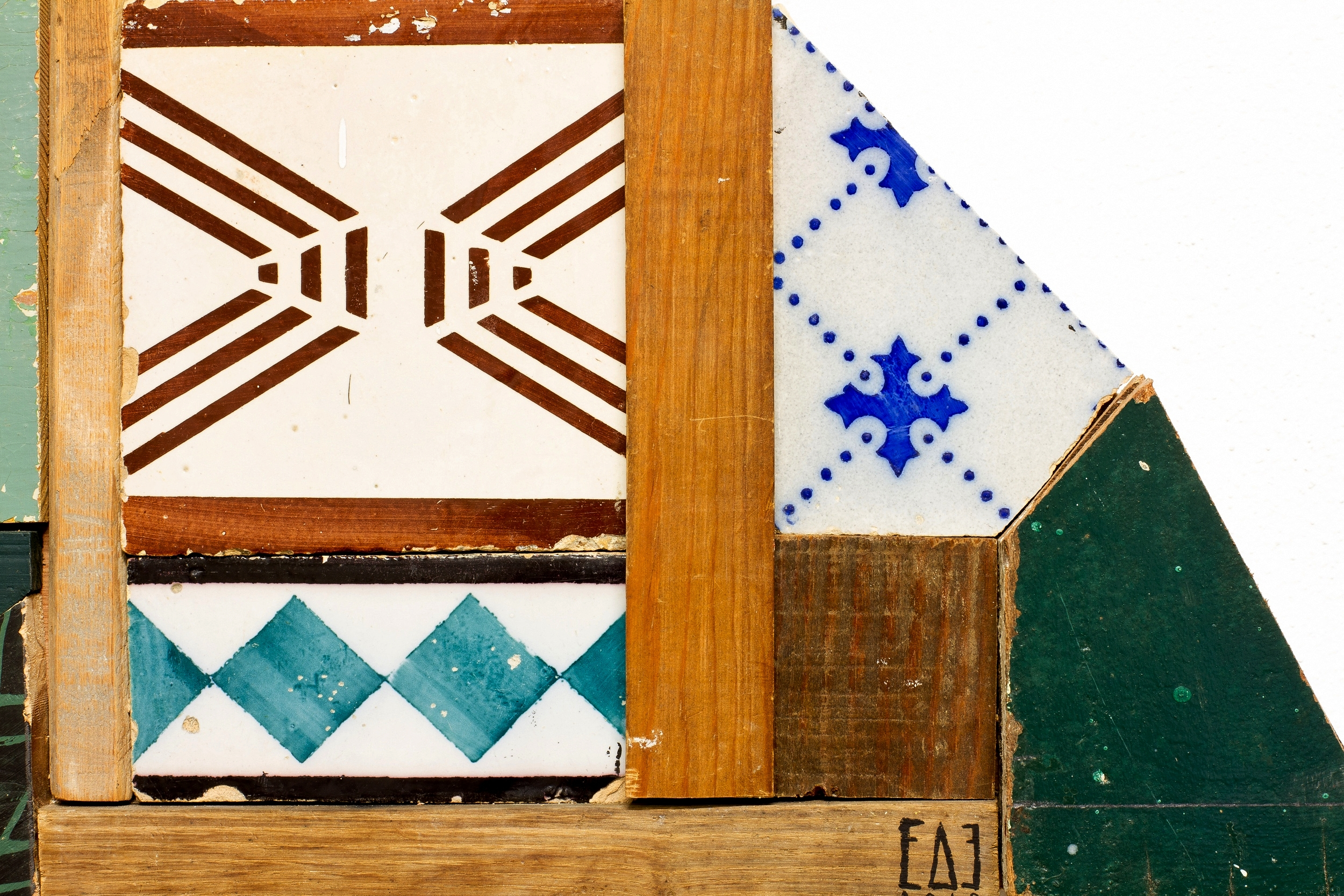 antique tiles and reclaimed wood assemblage | image: Marcelo Duarte @graphosbrasil