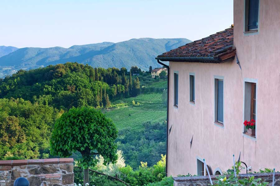 Tuscan-villa-artist-workshop-valley-view.jpg