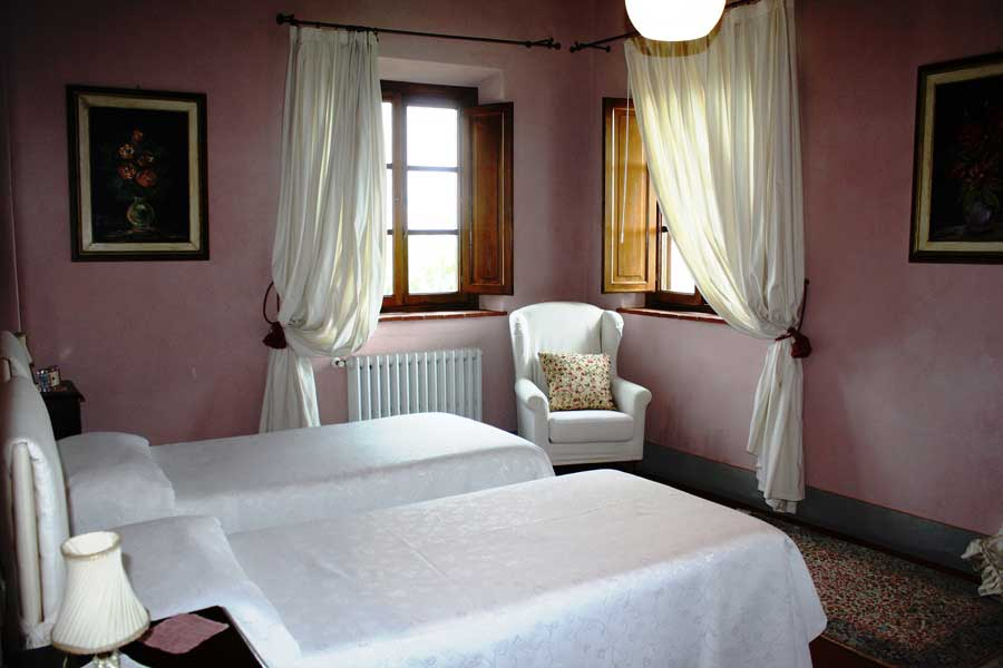 Tuscany-artist-travel-workshop-bedroom.jpg