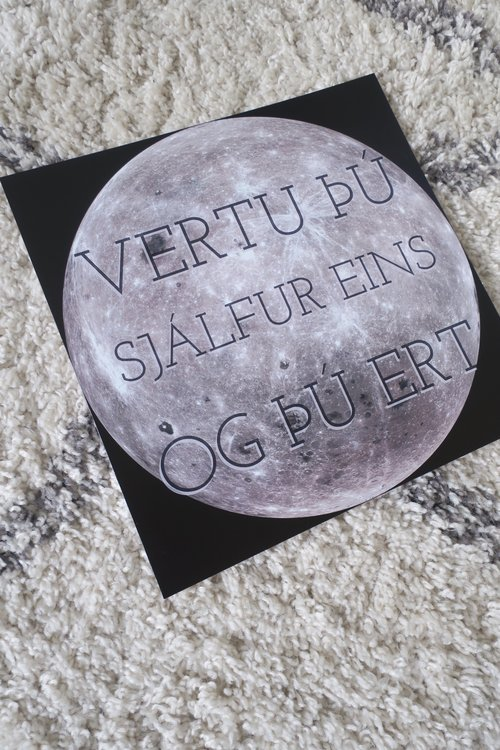 Vertu þú - Plakat. Stærð 30x30. Verð 3500kr.