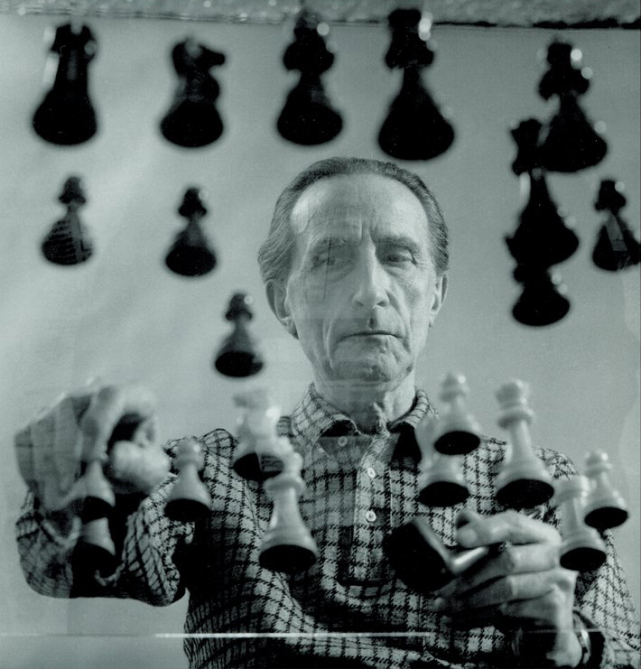 Arnold Rosenberg, Marcel Duchamp playing chess on a sheet of Glass, 1958