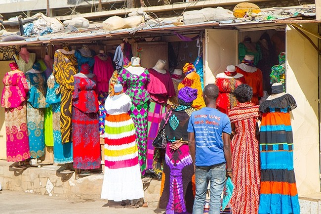 Colors of a Dakar Market - Photo courtesy of Bente and Per Vold Klausen -http://www.travelwithallsenses.com/shopping-dakars-markets/