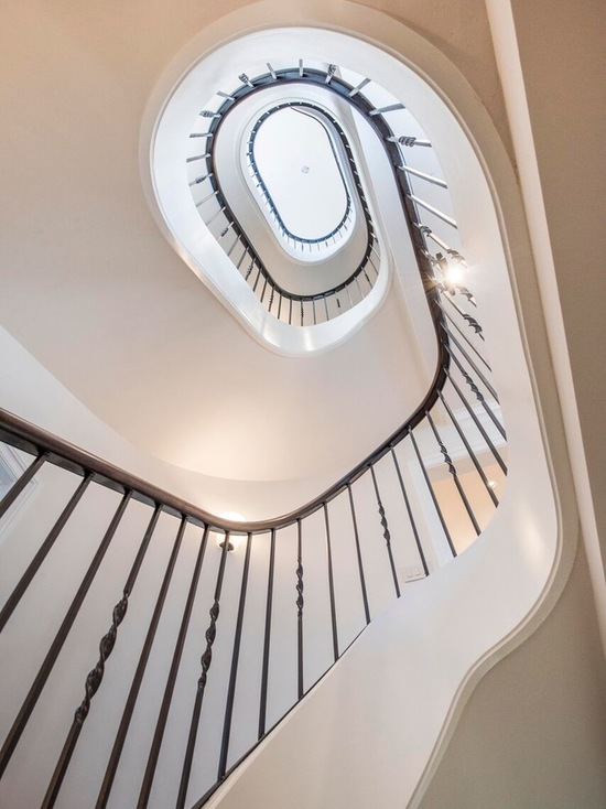 8ce1876506afdf9f_6629-w550-h734-b0-p0--traditional-staircase.jpg