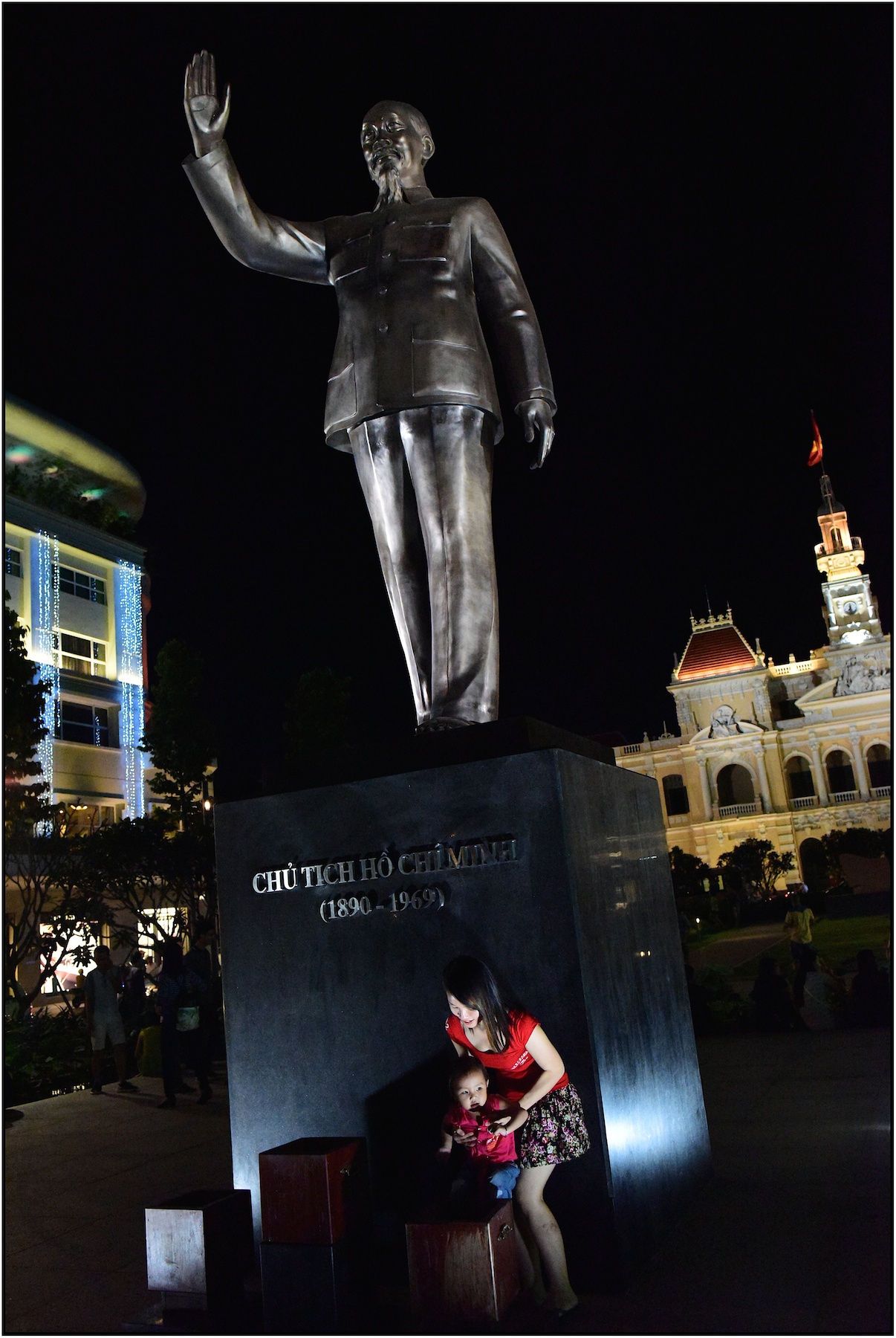 Ho Chi Minh statue and the Vietnam Communist Party Peoples Committee building (City Hall) on the right. Dec. 2015. #3061
