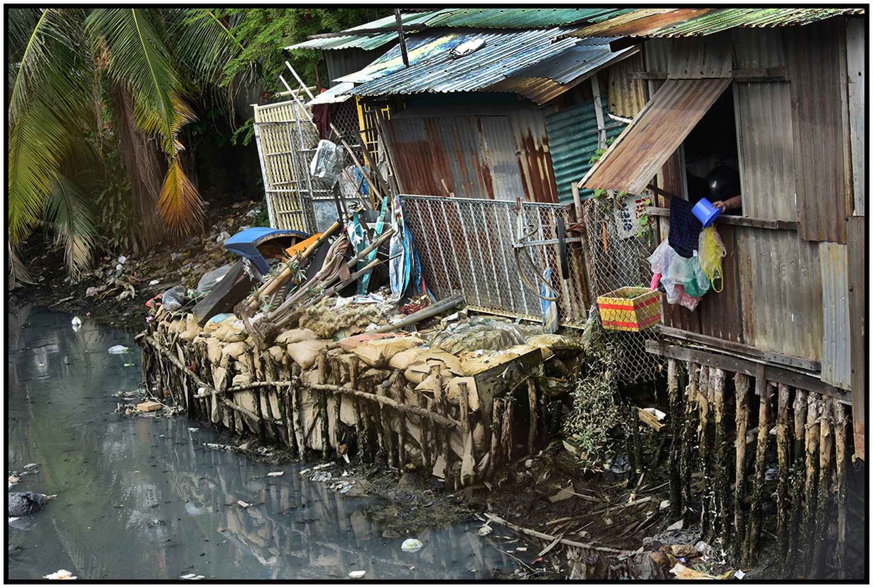 Housing for the poor on polluted canal, Saigo/HCMC, Dec. 2015. #4879