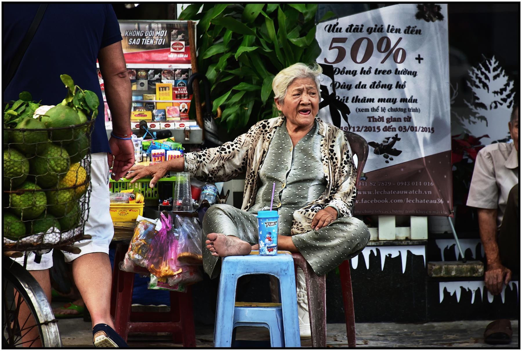 Street Vendor, Saigon/HCMC, Dec. 2015. #5204