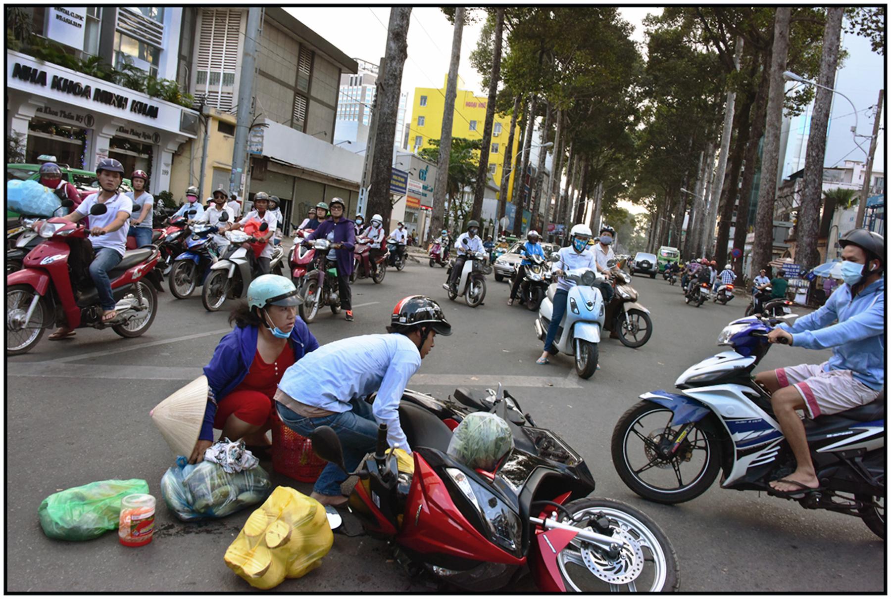 Traffic anarchy in downtown Saigon/HCMC, Dec. 2015 #7093