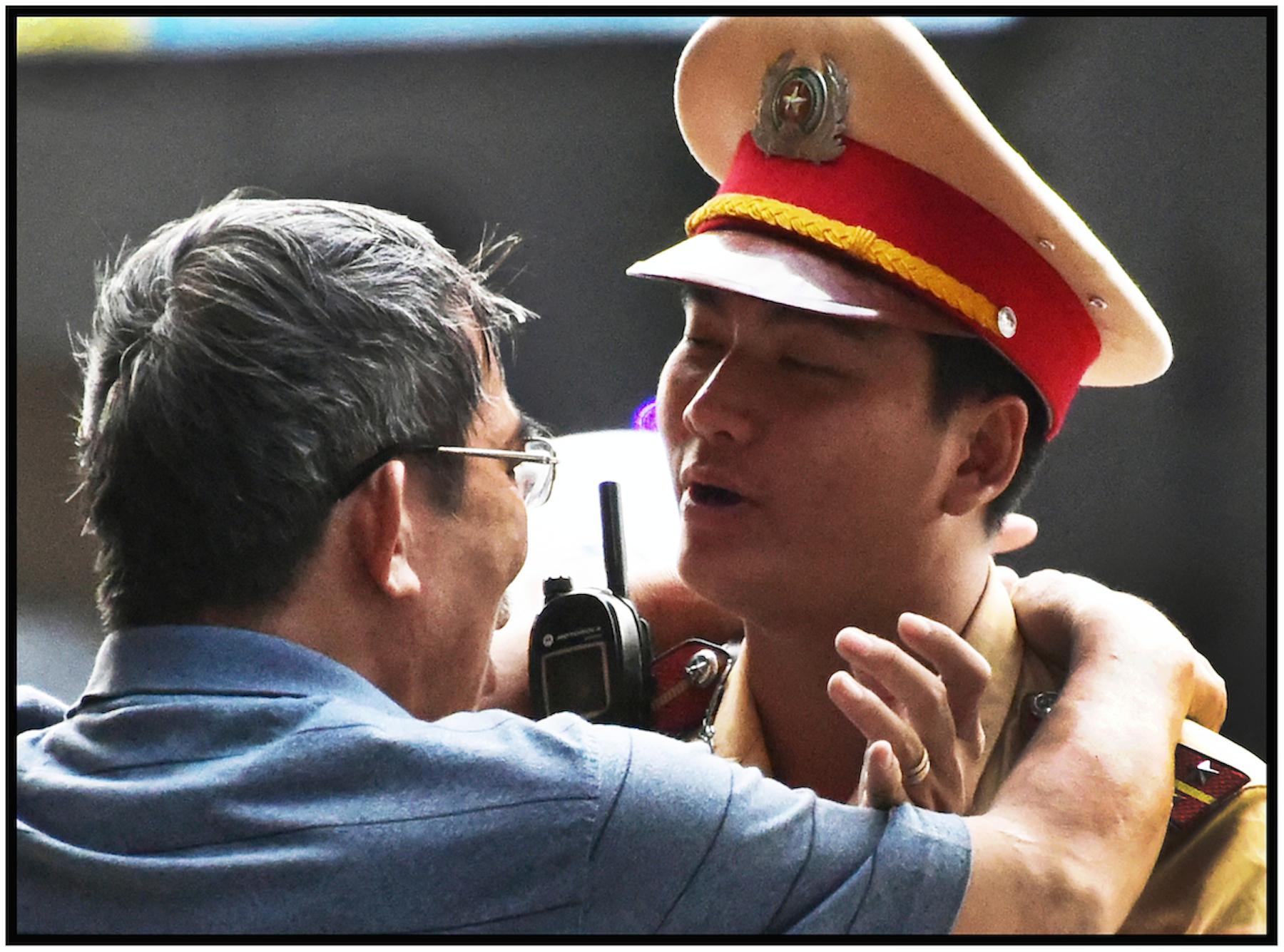 Traffic cop and drunkard, Saigon/HCMC, Dec. 2015. #7241