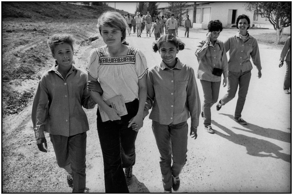 CUBAN STUDENTS ESCORT FIRST VENC BRIGADISTA  1969  George Cohen   copy.jpg