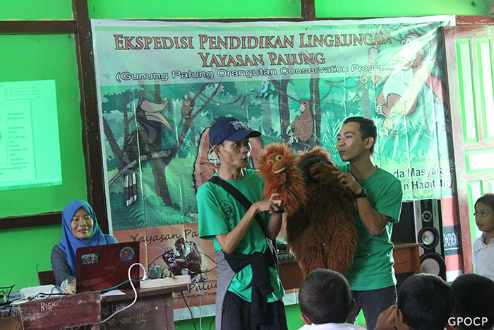 Petrus-Kanisus-and-Hendri-Gunawan-giving-a-puppet-show-to-young-students-700x467px.jpg