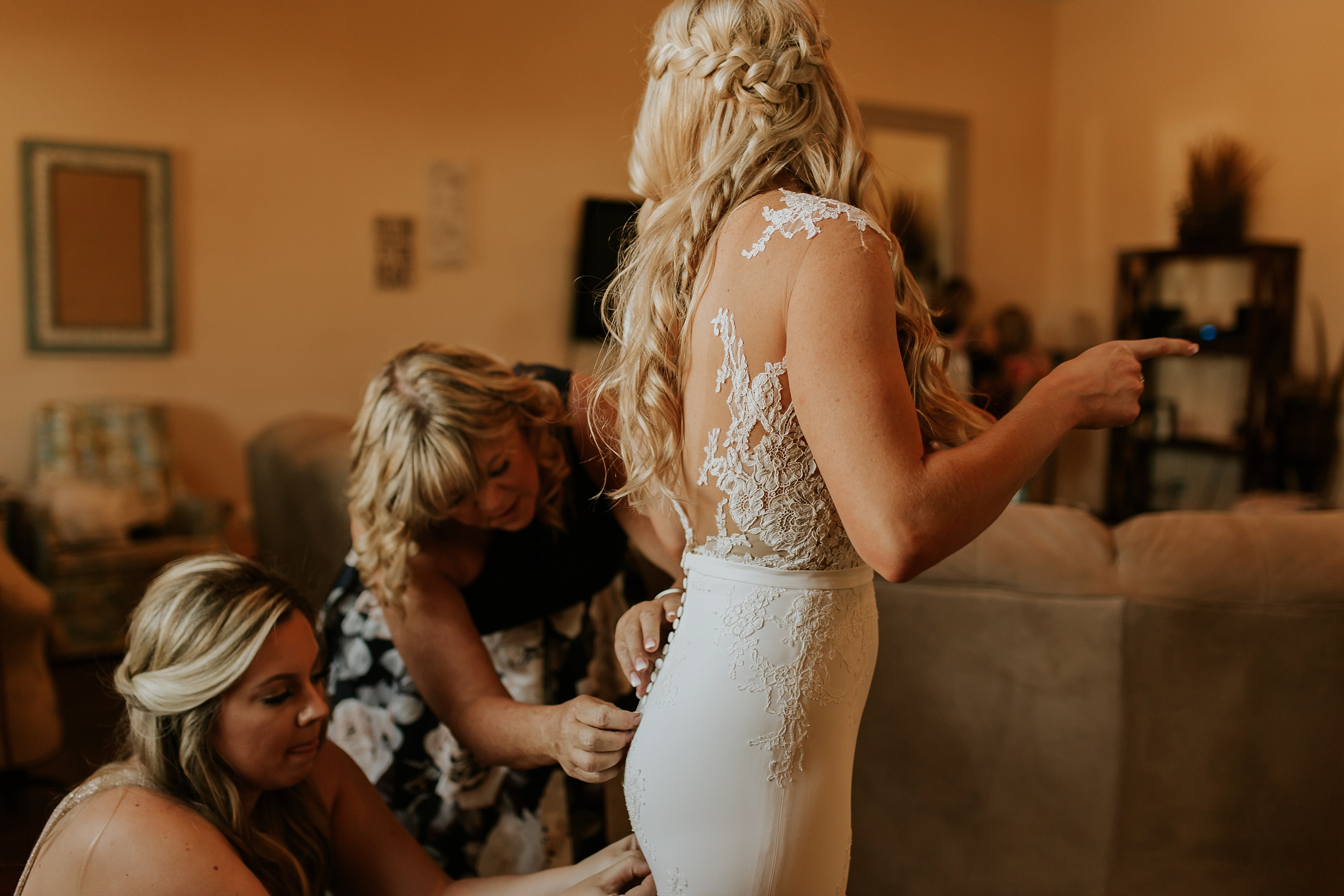 Meg+Bubba_Wedding_GettingReady_Arizona-375.jpg