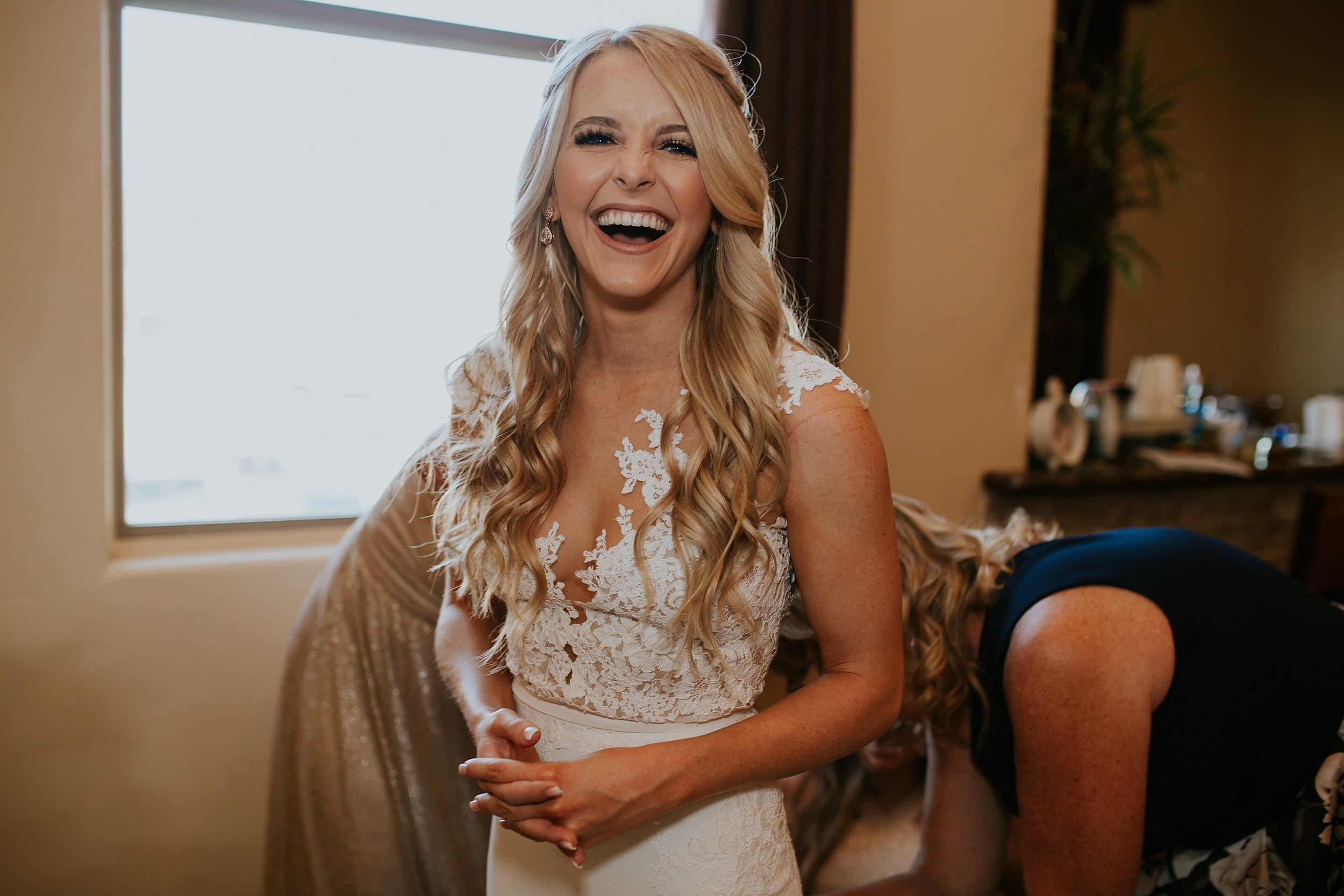 Meg+Bubba_Wedding_GettingReady_Arizona-400.jpg