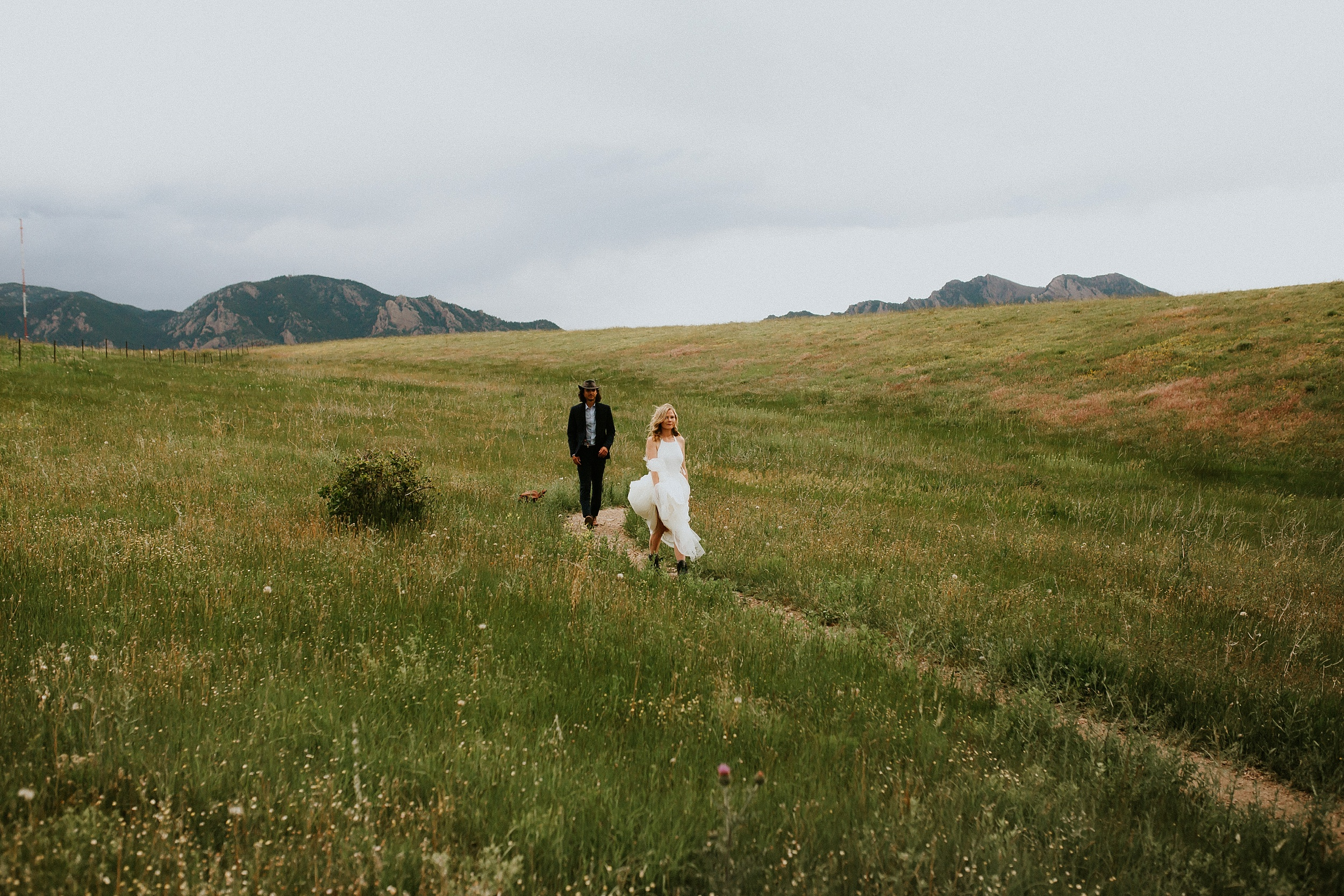 Boulder_Colorado_Elopement_Fringe_Boho_Mountains-14.jpg
