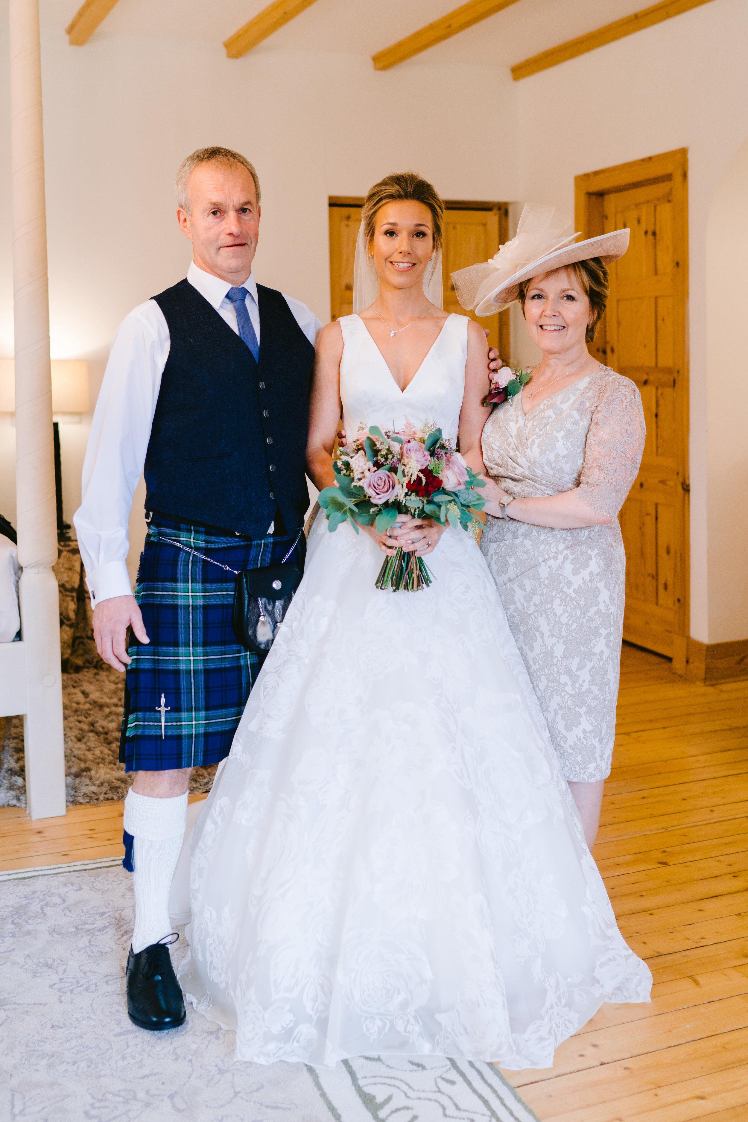 Karin_and_Shauns_Wedding_-_Achnagairn_Castle_-_www.eilidhrobertson.co.uk-325.jpg