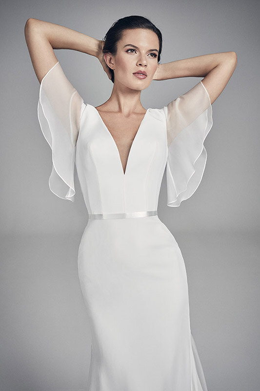 ariel-close-up-wedding-dresses-uk-suzanne-neville-flores-collection-2020-533x800-1.jpg