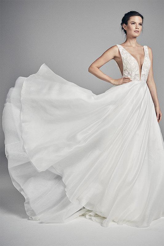 fleur-side-wedding-dresses-uk-suzanne-neville-flores-collection-2020-533x800-1.jpg
