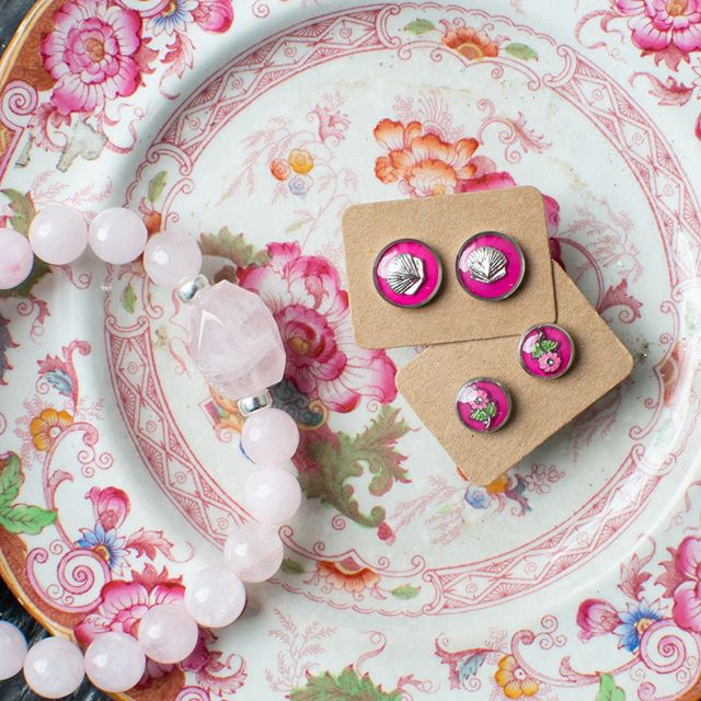 Think pink with rosey hues from the Nooks Danforth! Pink studs by @lisayoungdesign + #rosequartz bracelet by @lovelilithcreations 💗🌸⁠ ⁠ ⁠ .⁠ .⁠ .⁠ .⁠ .⁠ .⁠ .⁠ .⁠ #giftguide #giftideas #makersgonnamake #makersofinstagram #creatorslane #abmcrafty #createeveryday #shoplocal #buylocal #madelocal #madelocally #locallymade #givingback #creativelife #artisans #handcrafted #handmade #wemakecollective #capturemycraft #happycrafting #handmadewithlove #buyhandmade #handmadeisbetter #creativityfound