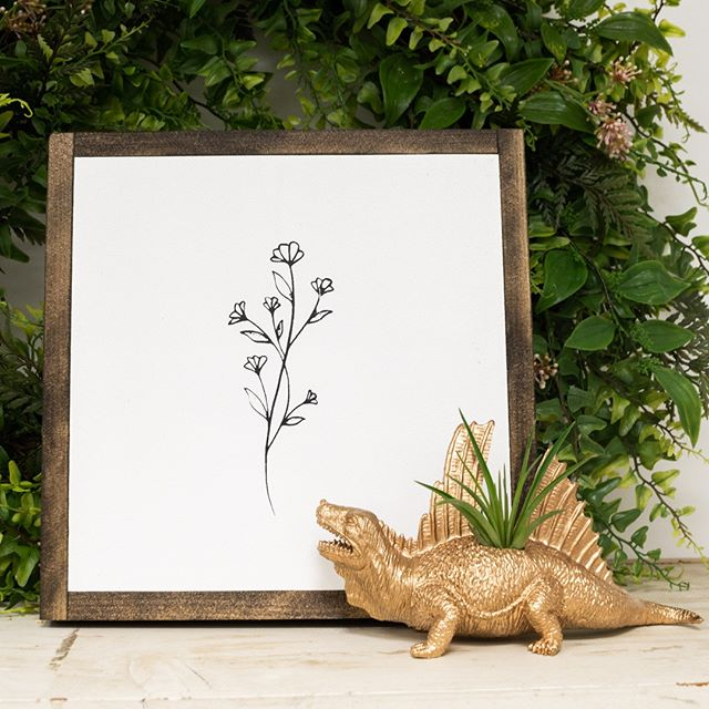 From the simply beautiful 🌼 to the fab unusual 🦕 the Nooks Port Hope has just the right decor touches for your space. Shown here, botanical art by @pink_lemon_decor and dinosaur air planter by @sonicbloom.ca ⁠ ⁠ ⁠ .⁠ .⁠ .⁠ .⁠ .⁠ .⁠ .⁠ .⁠ #giftguide #giftideas #makersgonnamake #makersofinstagram #creatorslane #abmcrafty #createeveryday #shoplocal #buylocal #madelocal #madelocally #locallymade #givingback #creativelife #artisans #handcrafted #handmade #wemakecollective #capturemycraft #happycrafting #handmadewithlove #buyhandmade #handmadeisbetter #creativityfound #porthope #decor #simplespaces