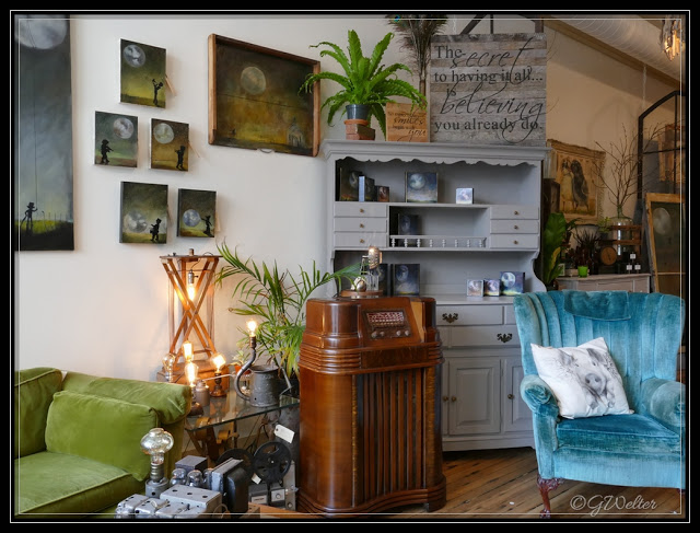 LINK:   https://www.lifeasiseeitphotography.net/2015/08/vintage-reinvented-at-bluebird-home.html