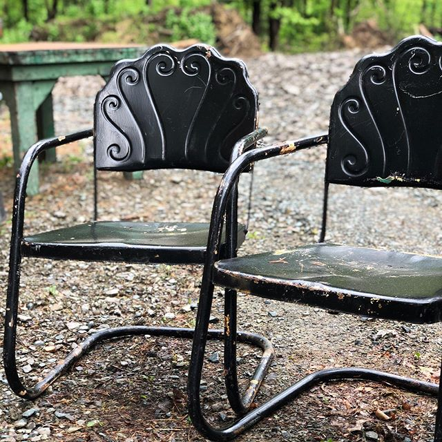 Happy Memorial Day and THANK YOU to everyone who has served, and still is serving. Your selflessness is beyond honorable. 🇺🇸 We are staying busy today preparing for the Country Living Fair in RHINEBECK NY this coming weekend!! We've been stock piling some fantastic pieces, including these chairs, stay tuned this week for more sneak peaks 😉 #bluebirdhomedecor #bluebirdlifestyle #clfair #clfairrhinebeck #stellashows #countrylivingfair #countryliving #shopsmall #vintage #found