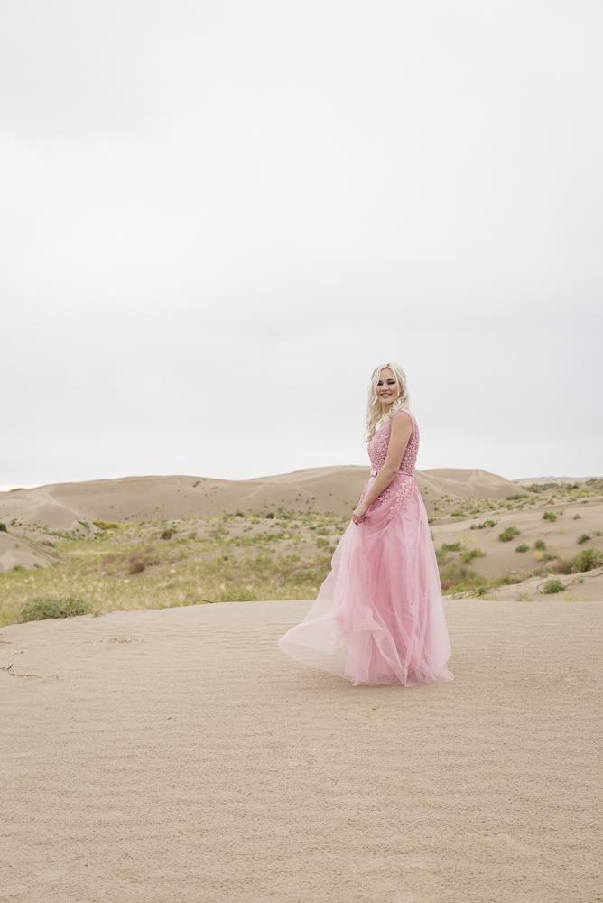 sand_dunes_pink_utah_fashion_bridal-11.jpg