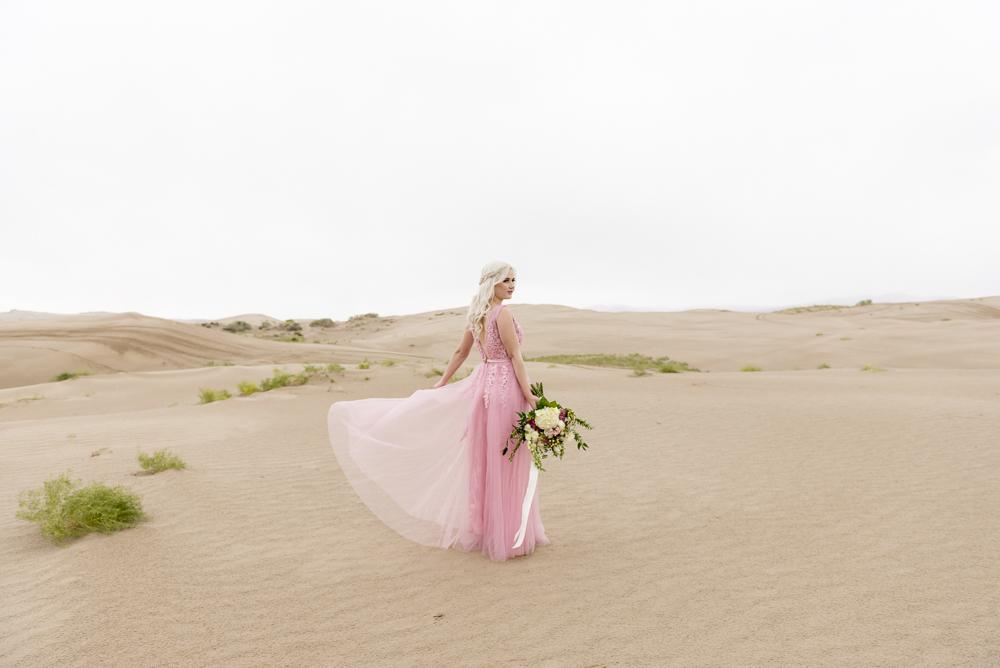 sand_dunes_pink_utah_fashion_bridal-17.jpg