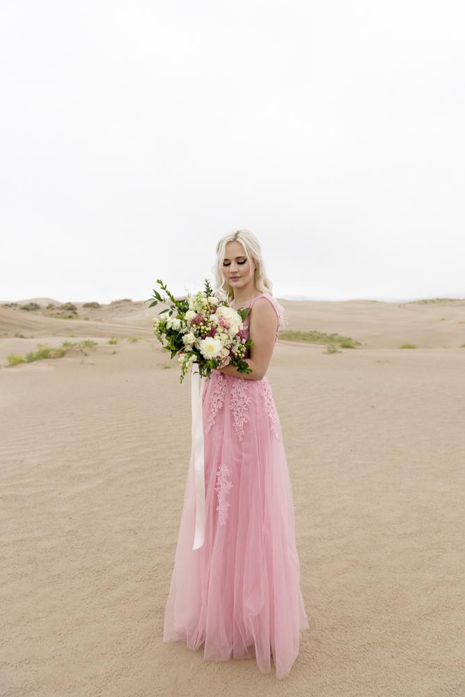 sand_dunes_pink_utah_fashion_bridal-18.jpg