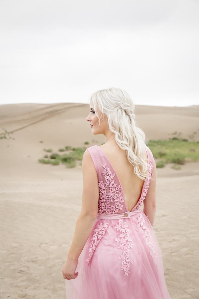 sand_dunes_pink_utah_fashion_bridal.jpg