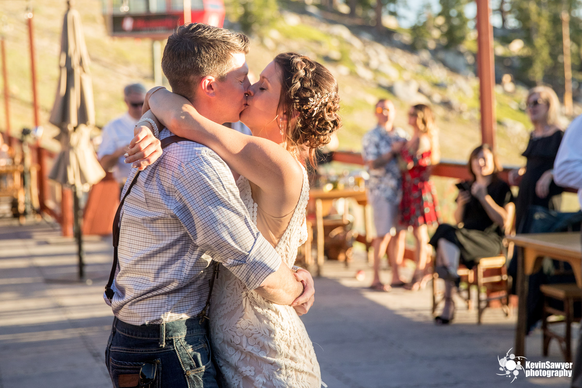 lake tahoe wedding photographer heavenly lake view lodge first dance
