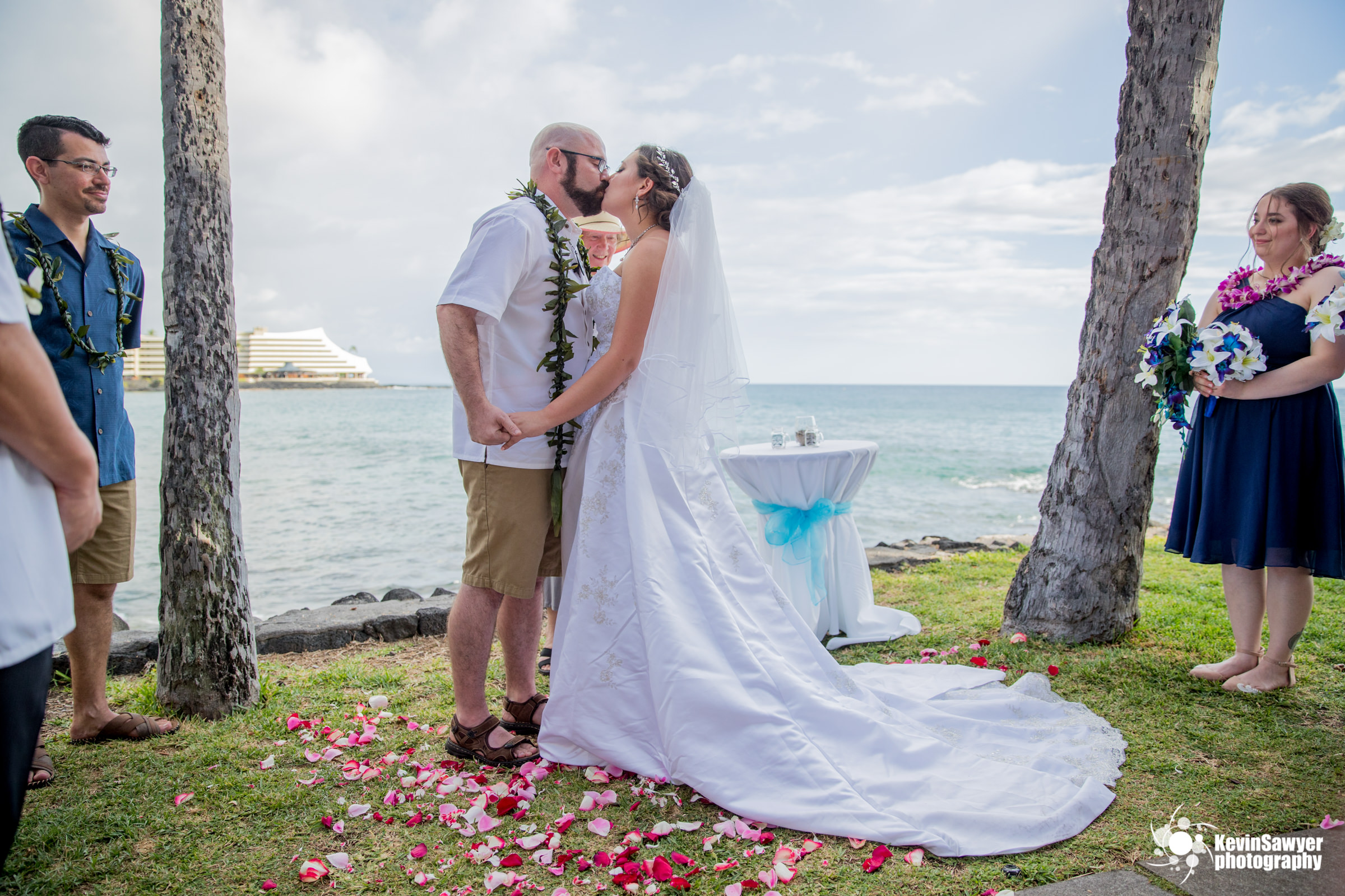 hawaii-big-island-photographer-photography-destination-ceremony-first-kiss
