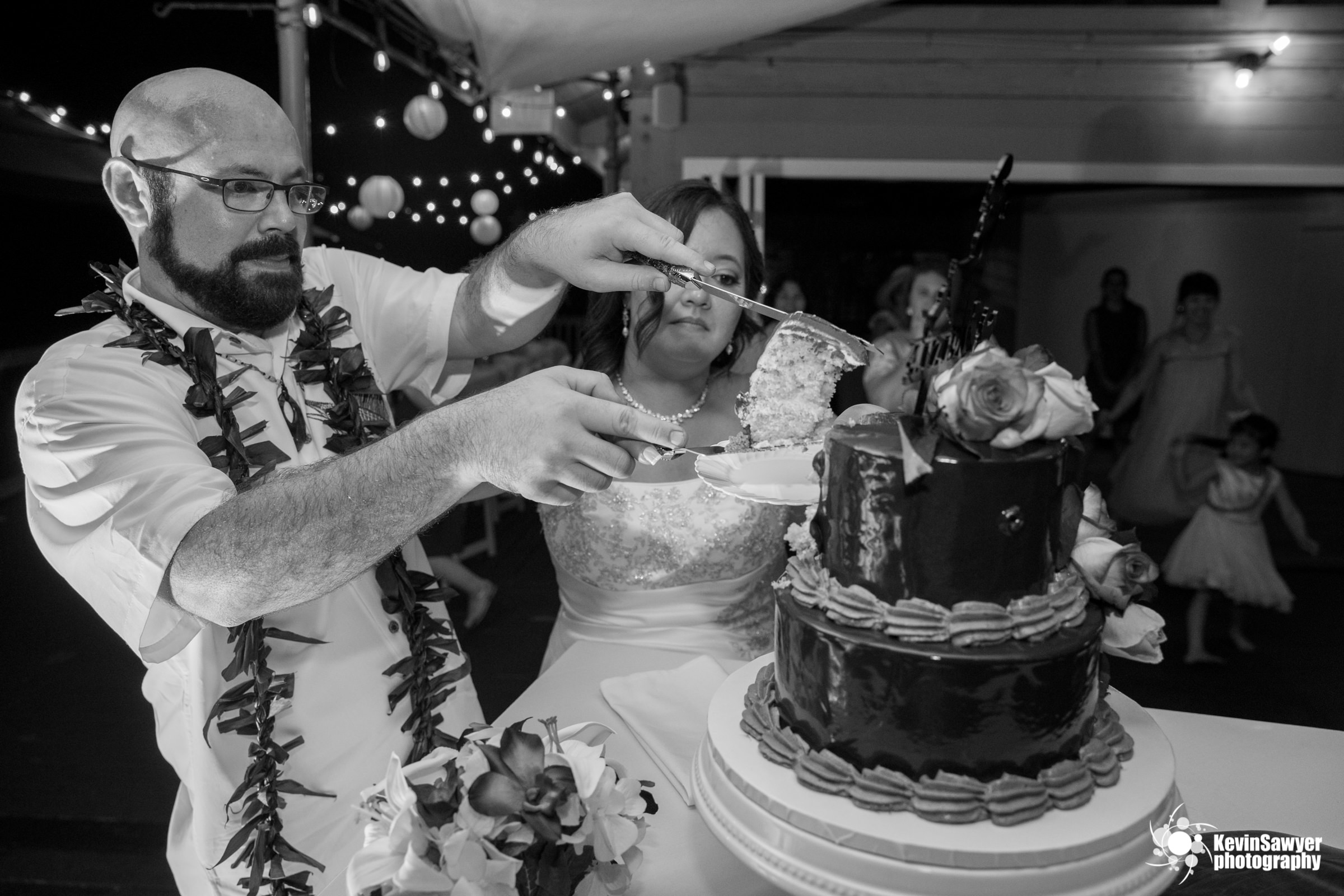 hawaii-big-island-photographer-photography-destination-reception-cake-cutting
