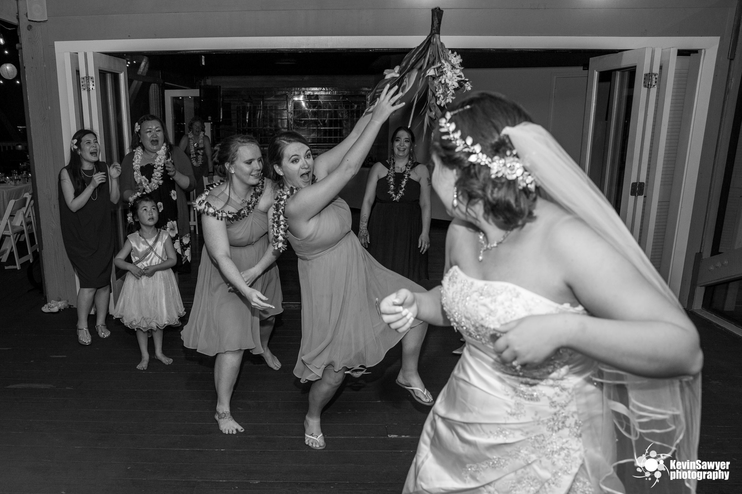 hawaii-big-island-photographer-photography-destination-reception-boquet-toss