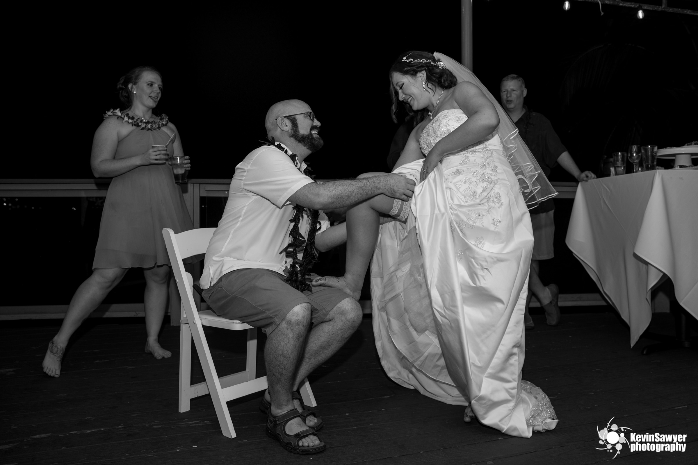 hawaii-big-island-photographer-photography-destination-reception-garter
