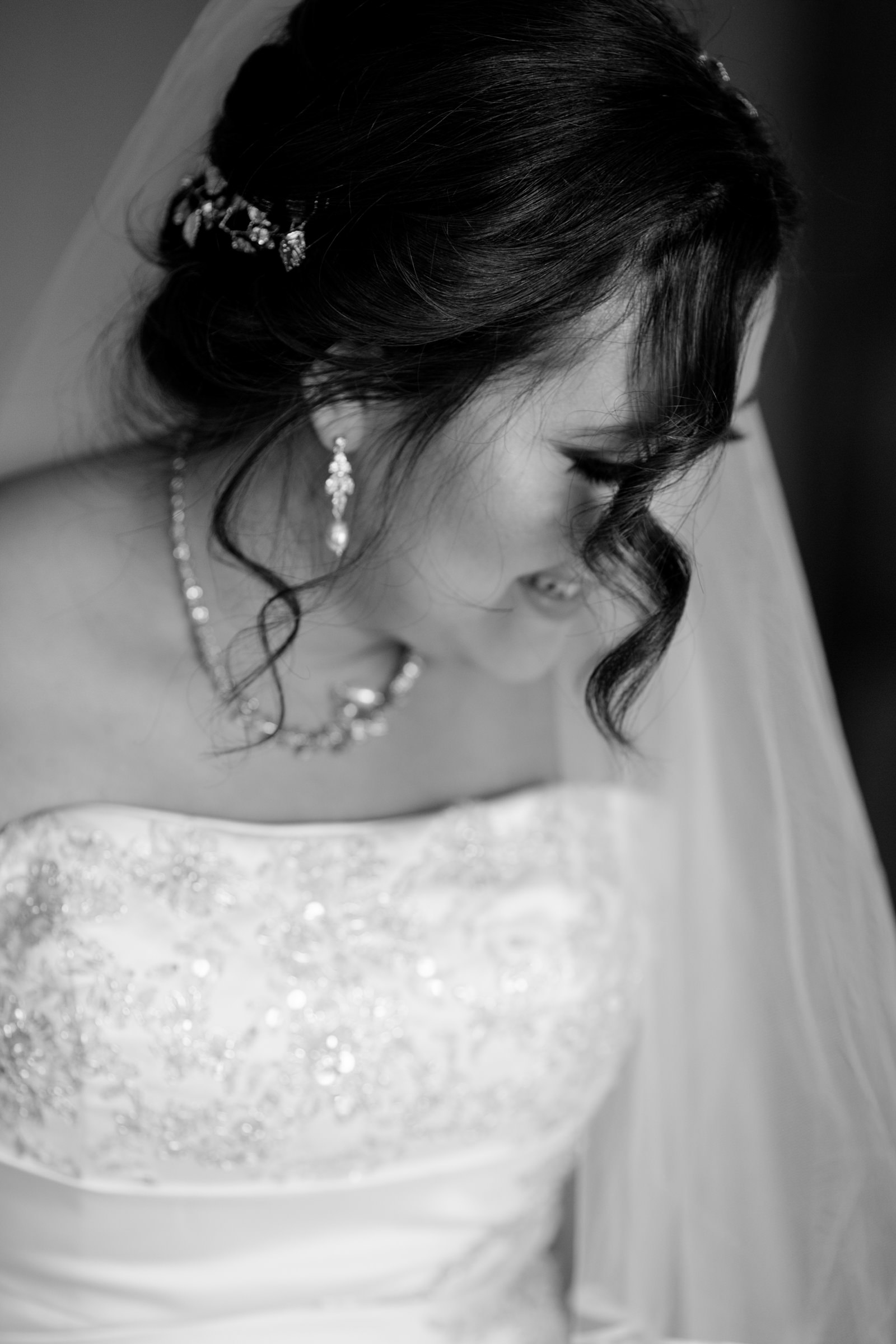 wedding-photographer-photography-destination-hawaii-lake-tahoe-getting-ready-bride-portrait