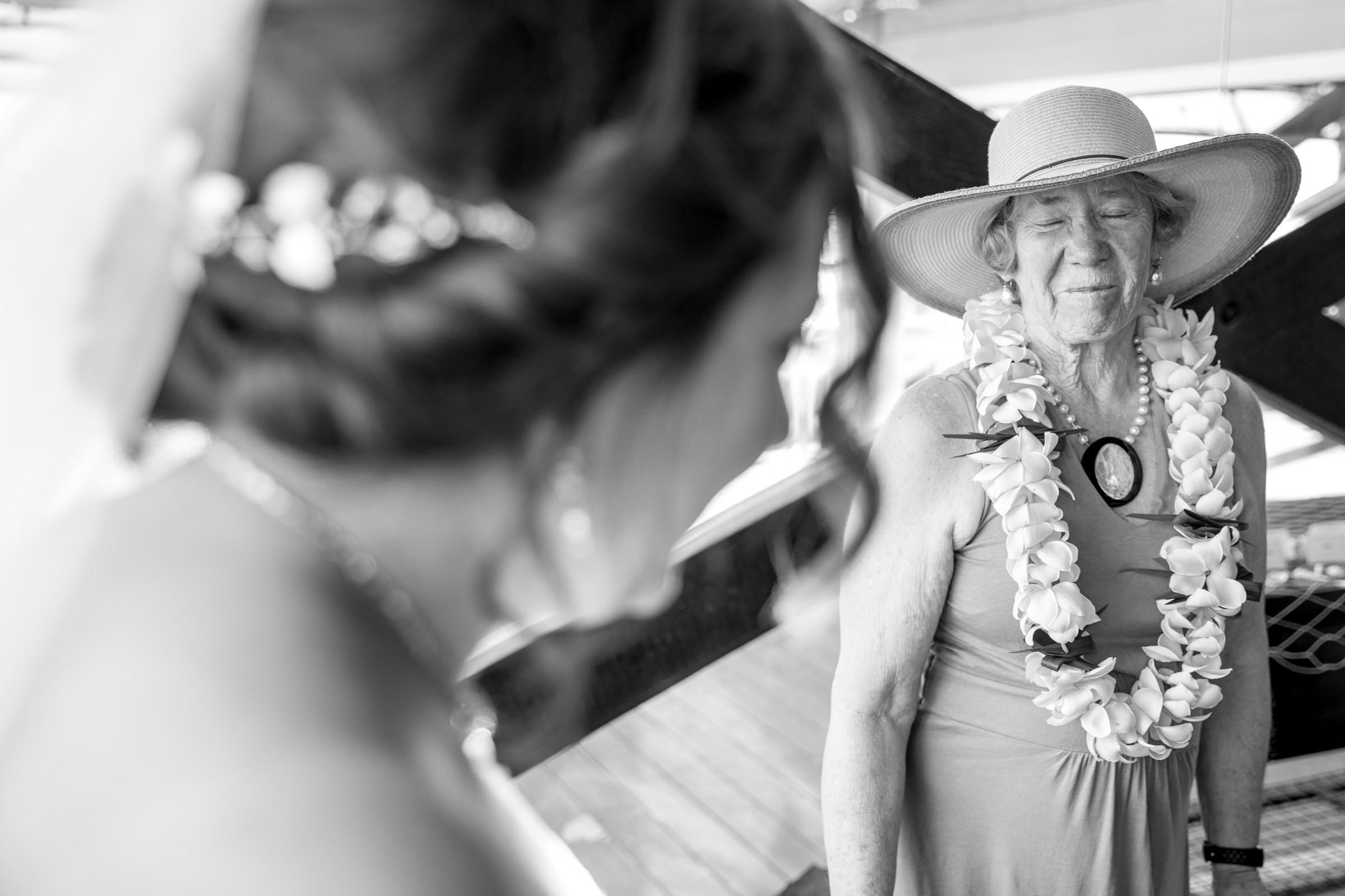 wedding-photographer-photography-destination-hawaii-lake-tahoe-getting-ready-grandma