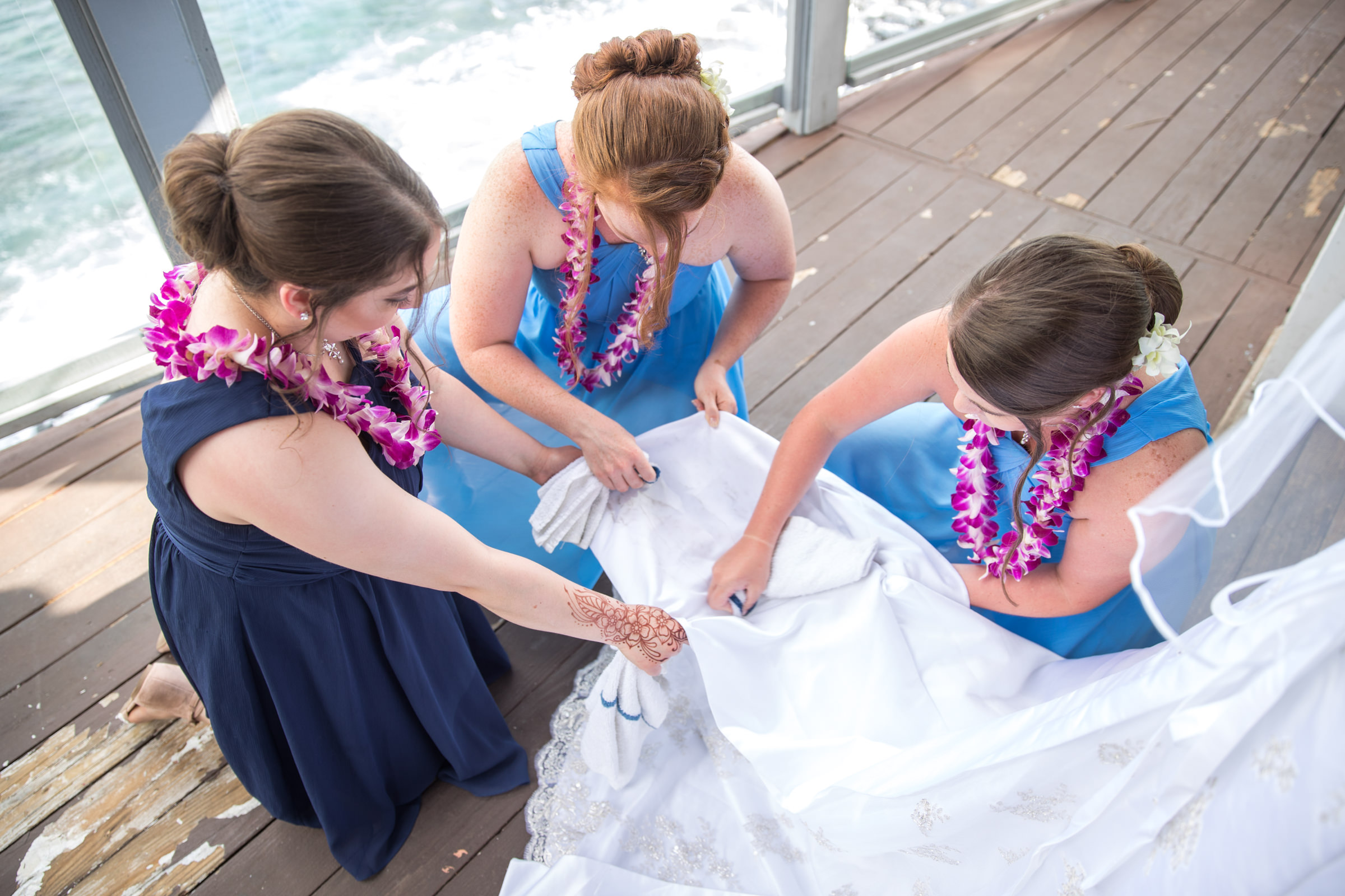 wedding-photographer-photography-destination-hawaii-lake-tahoe-getting-ready-bridesmaids