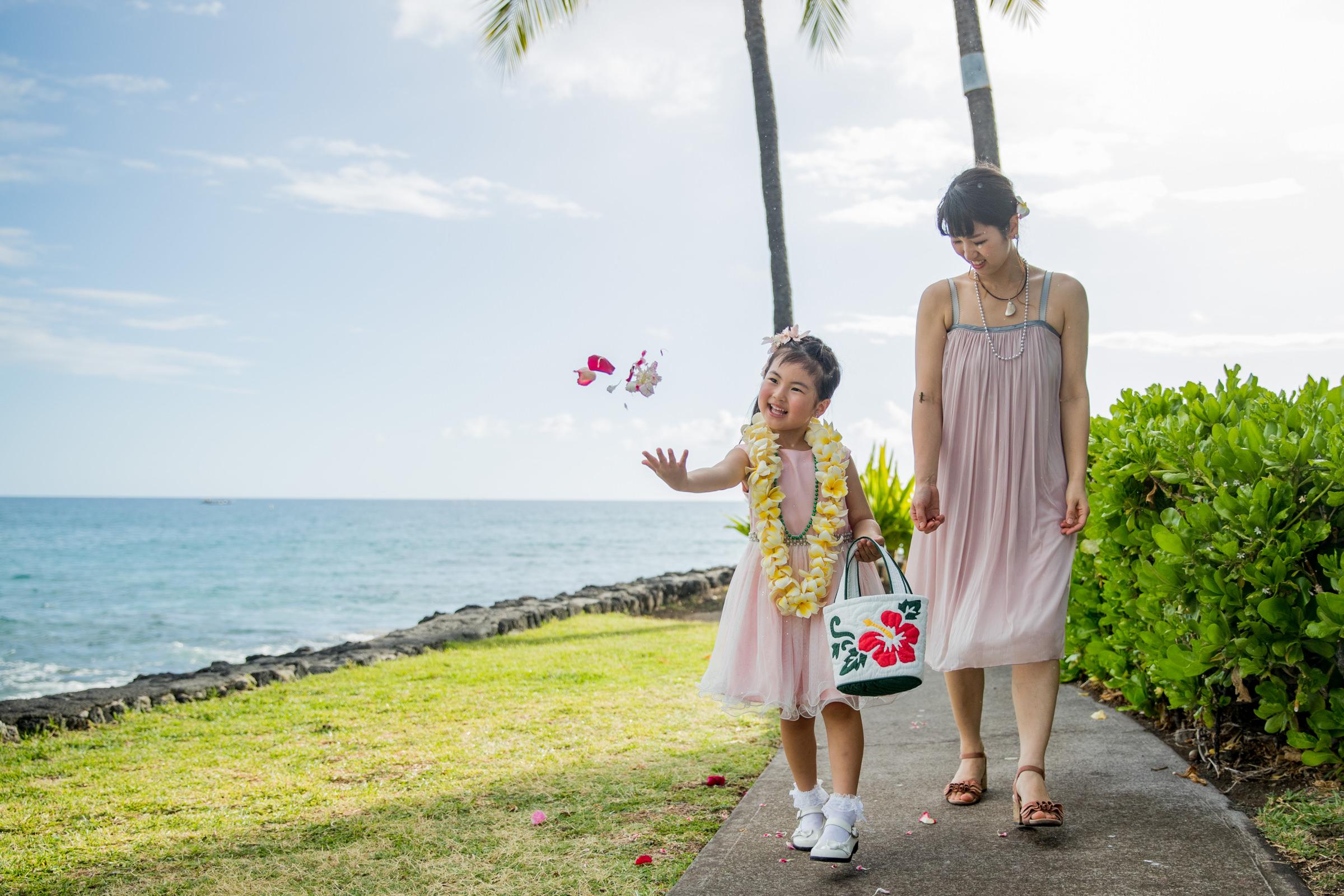 wedding-photographer-photography-destination-hawaii-lake-tahoe-getting-ready-flower-girl