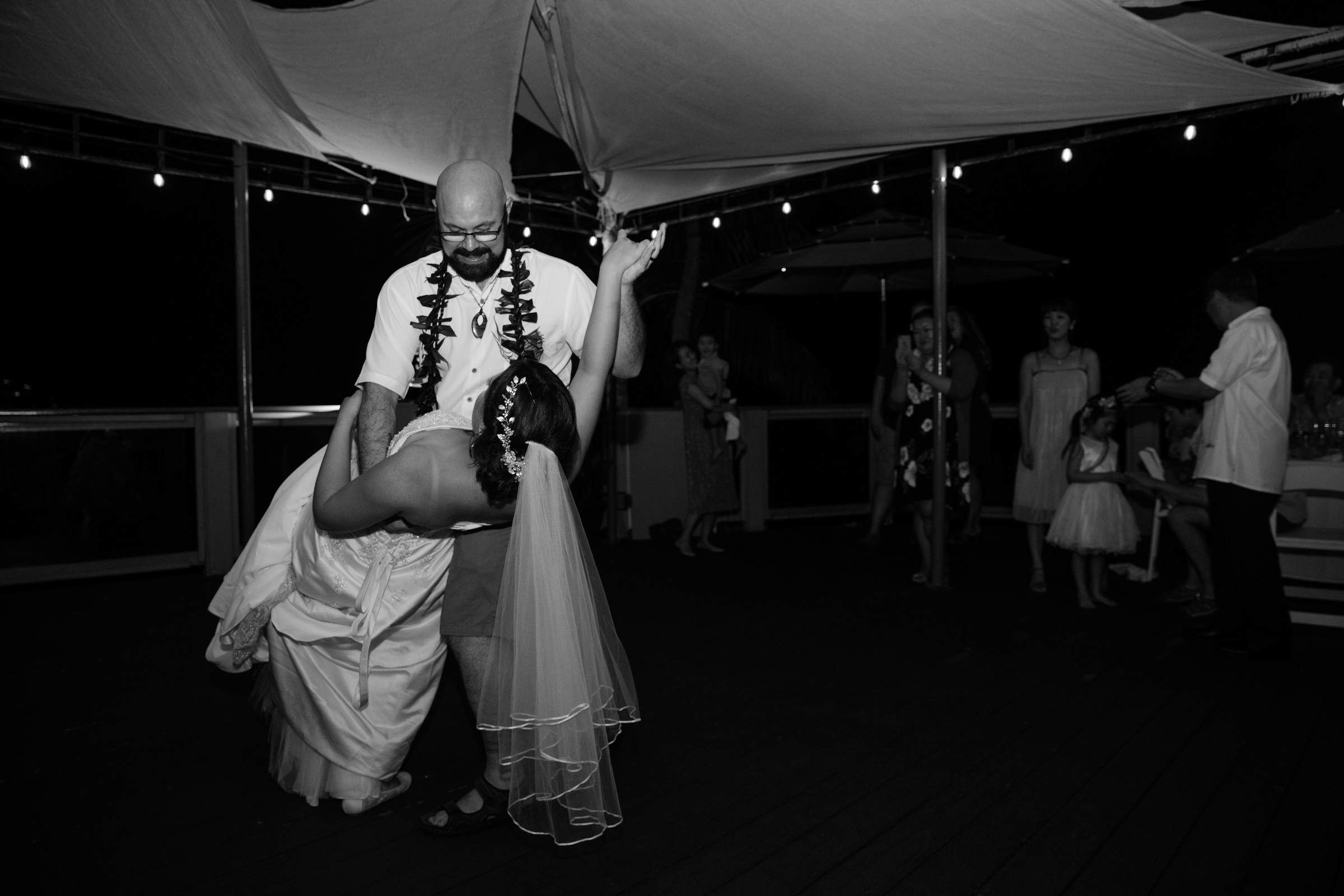 wedding-photographer-photography-destination-hawaii-lake-tahoe-reception-first-dance