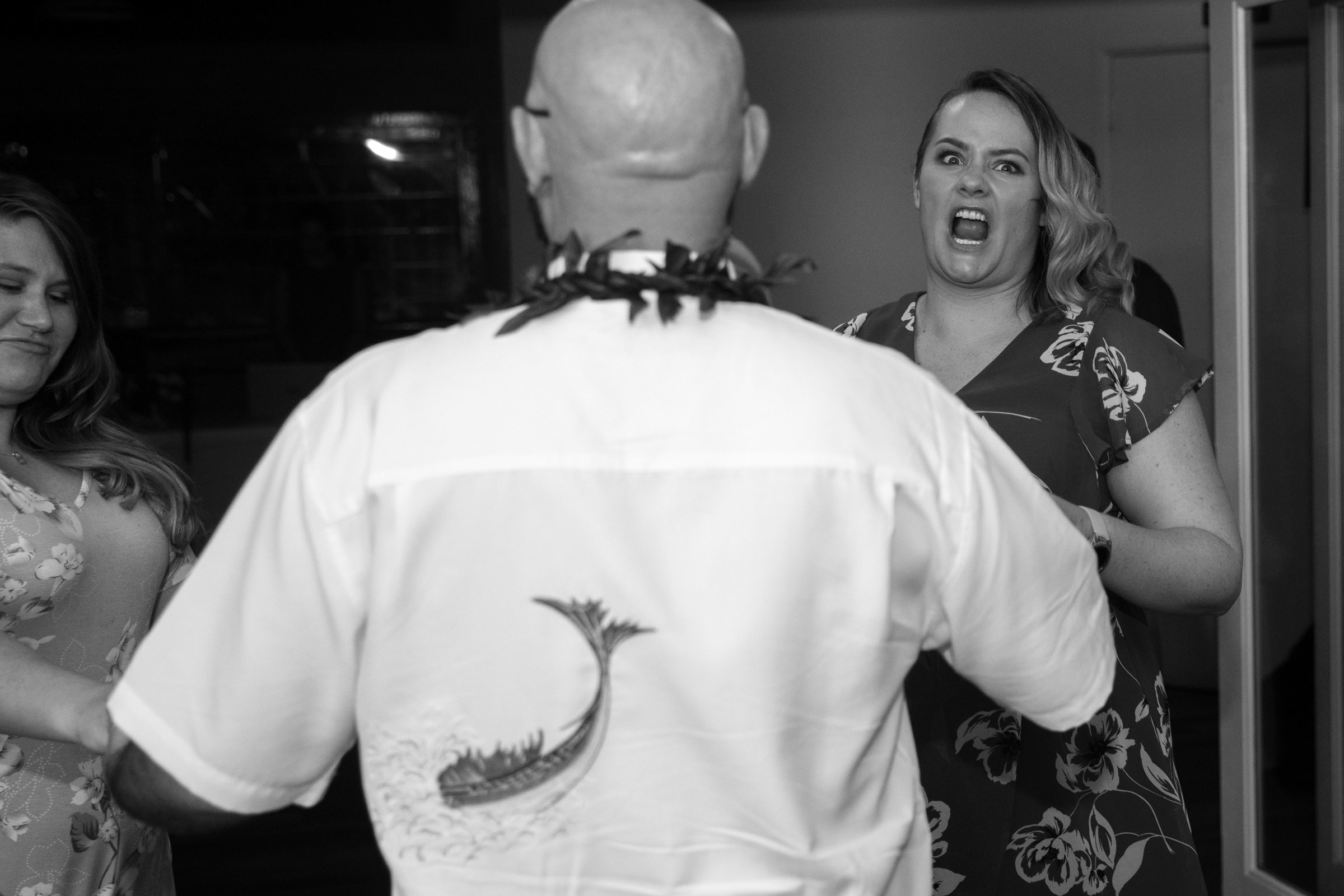 wedding-photographer-photography-destination-hawaii-lake-tahoe-reception-cake-cutting