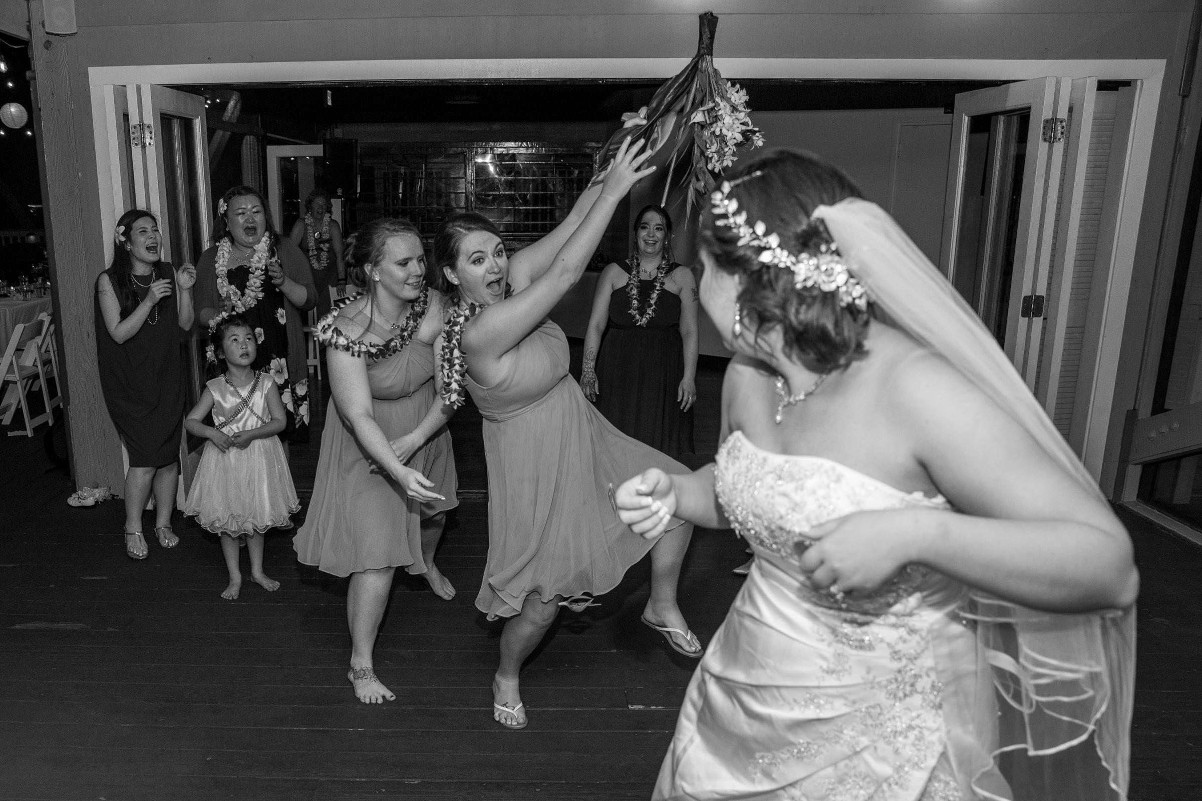 wedding-photographer-photography-destination-hawaii-lake-tahoe-reception-boquet-toss