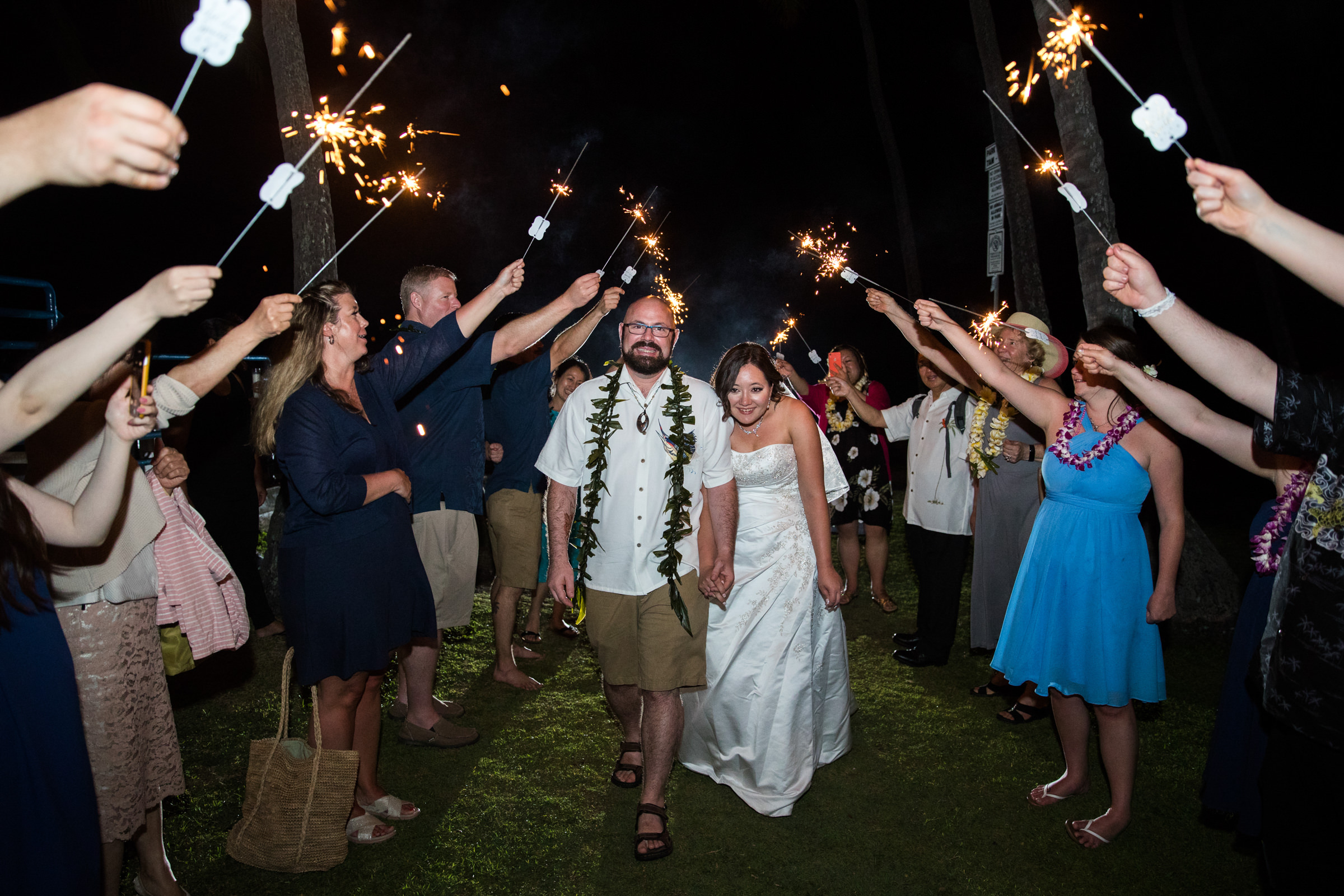 wedding-photographer-photography-destination-hawaii-lake-tahoe-reception-sparkler-exit