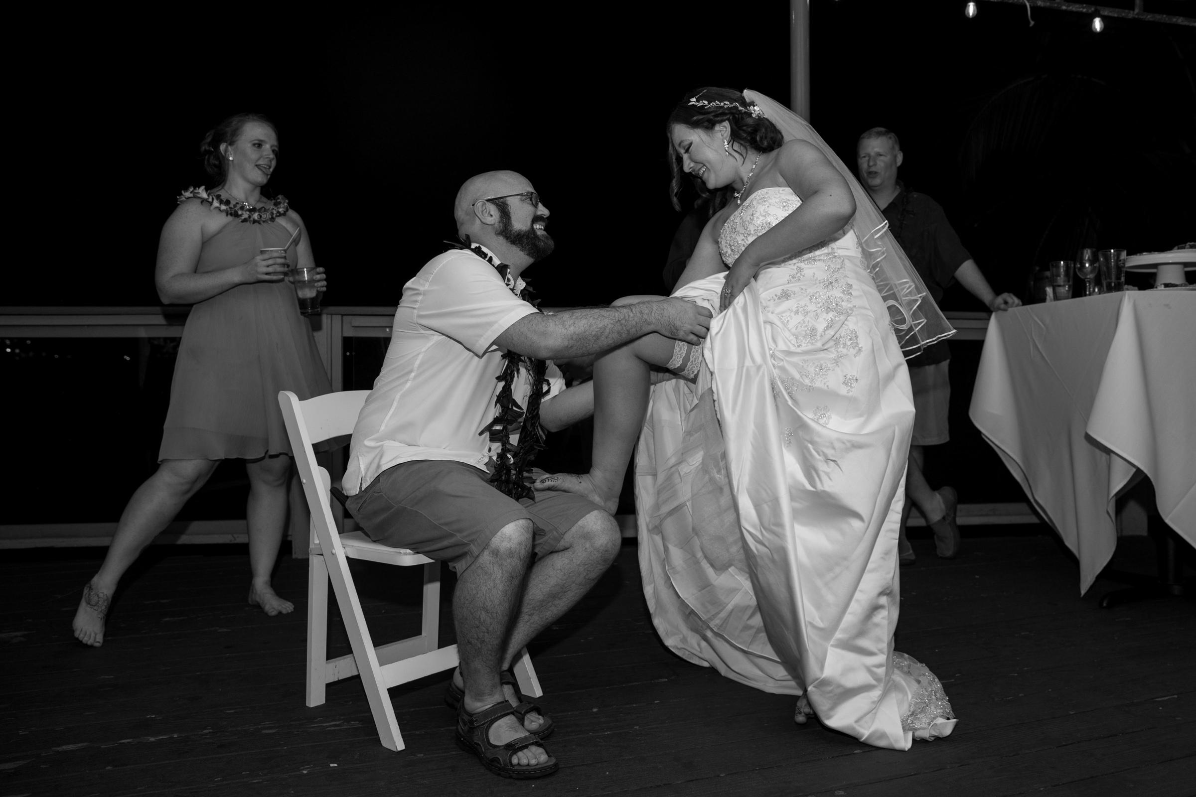 wedding-photographer-photography-destination-hawaii-lake-tahoe-reception-garter