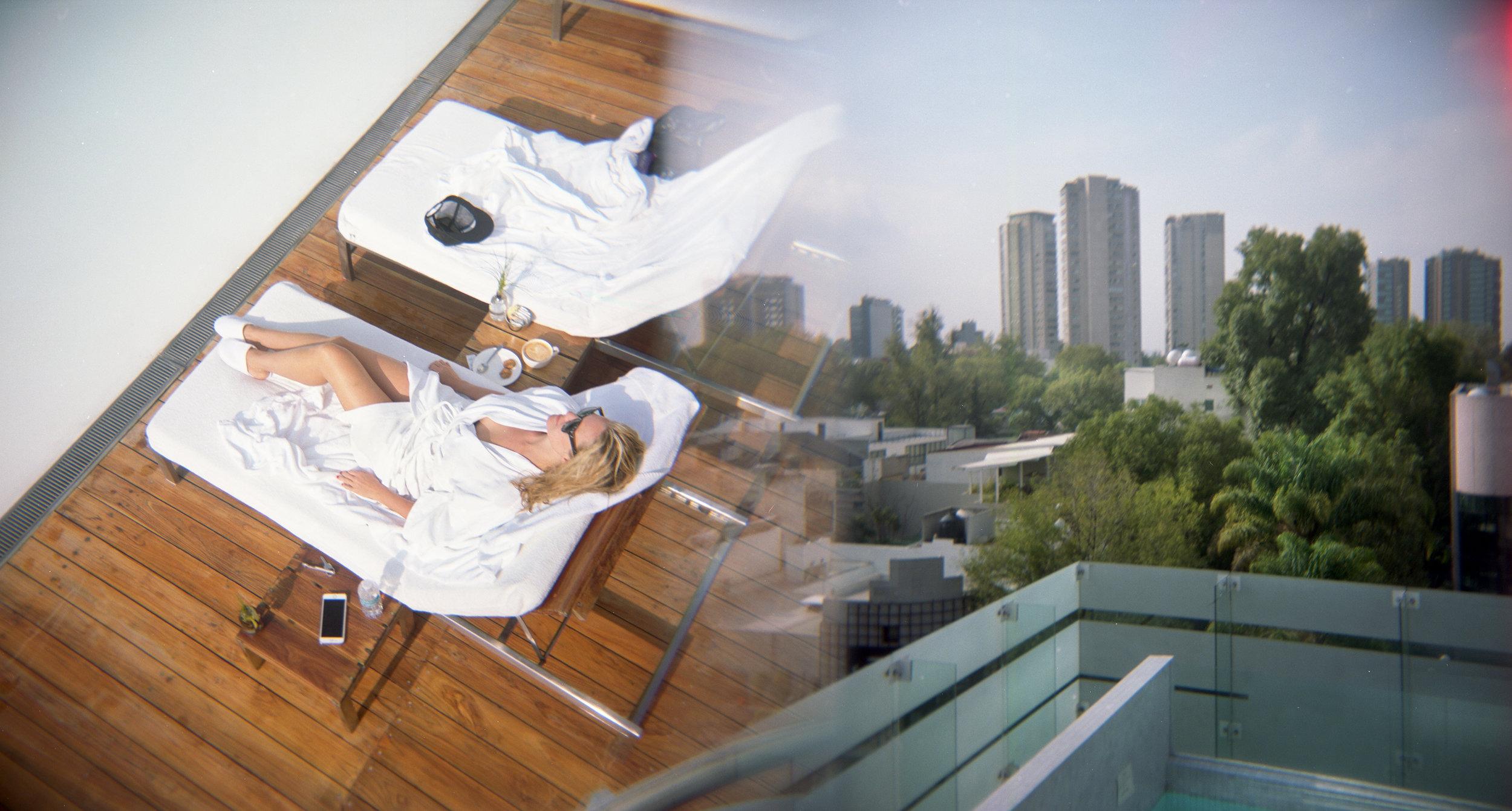 Sunbathing, Polanco