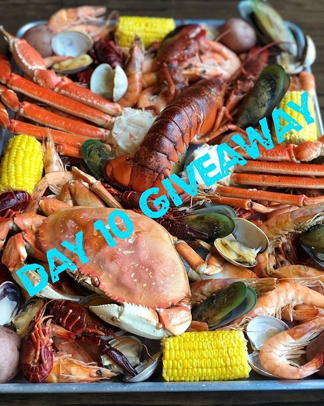 Last day of our $20 gift card giveaway!  Tis the season for giving!  We are giving away one $20 gift card for the next 10 days!  Rules: 1. Follow us @kickinkajun 2. Like this photo 3. Tag 3 friends 👯‍♀️ in the comment section 4. Enter as many times as you want, each comment counts as an entry 🌟  5. Extra entry if you repost and tag us ***Must be 18 years or older and an Oahu resident 🌺 The draw closes every evening at 10pm. Profile must be public!  Good luck! 🦀❤️