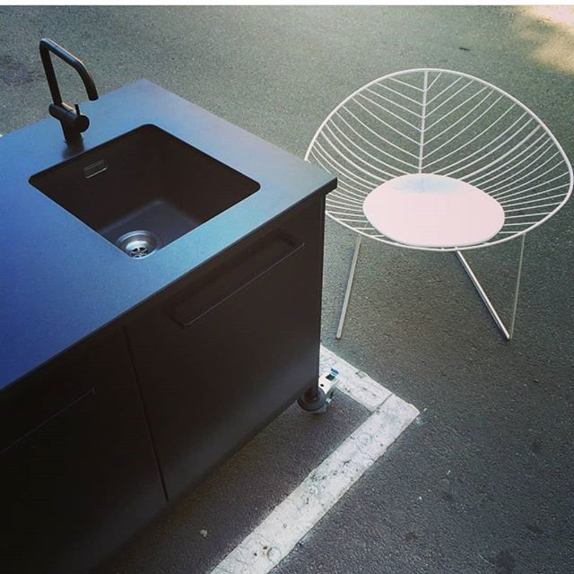 The CPH Square Travel Kitchen ... on the road. Thanks for sharing @se_maberg  #regram #se_marberg #travelkitchen #ontheroad #scandinaviandesign #nordicdesign #urbanstyle #urbanliving #flemminglindholdt #cphsquare #køkken #drømmekøkken #electricblue