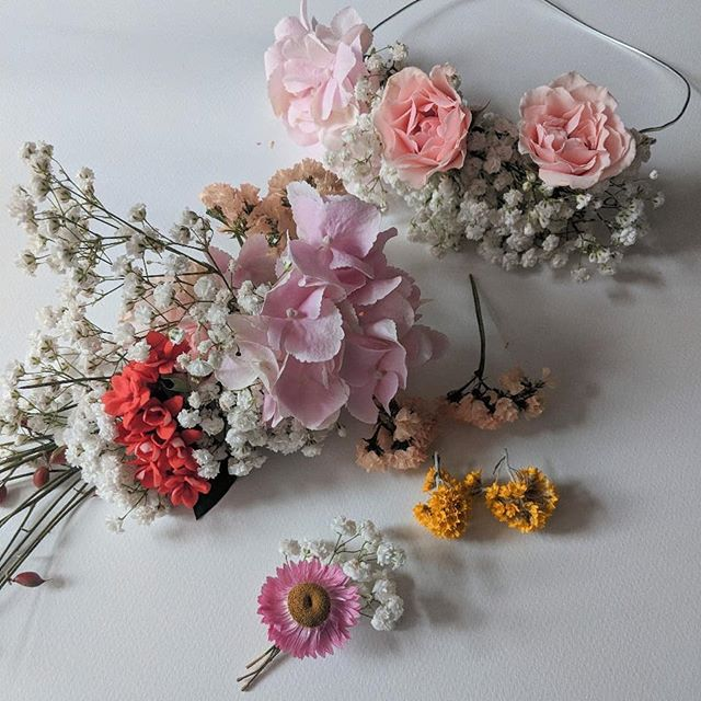 I am super excited to be holding 4 workshops this Saturday 25th May at Anthropologie on the Kings Road to celebrate Chelsea in Bloom. Learn how to make Sculptural Floral Hair Accessories, ready for wedding and party season. I will be using lots of fresh and dried flower varieties to suit all styles. Link in my bio and all tickets are redeemable against purchases over £55. . . . . #studiosmudge #workshops #chelseaflowershow #chelseainbloom #anthropologie  #londonworkshops #londonflorist #floraldesign #gardenpleasures #inspiredbypetals #inspiredbyflowers #inspiredbynature #petalandprops #seekinspirecreate #dsfloral #flowersandotherstories