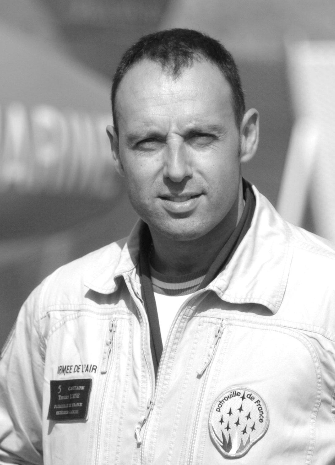 Thierry LOINE  Conseiller Image, Pilote &Expert Aviation - Conférencier  Pilote de chasse dans l'armée de l'air pendant 18 ans, il intègre pendant quatre années la prestigieuse unité de la  Patrouille de France , puis rejoint la sécurité civile en 2010 pour devenir pilote bombardier d'eau.   Pilote de Chasse - Pilote Bombardier d'eau