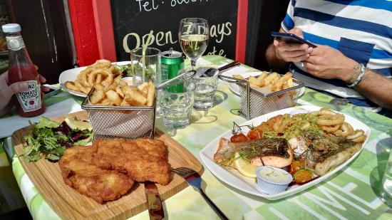dine al fresco at the brass monkey howth