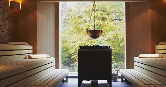 The sauna @limewoodhotel looks straight out into the New Forest 🍃🍂. They also have a state-of-the -art gym and spa, pool, outdoor jacuzzi and a delicious raw cafe. The perfect weekend escape 💆. #MCrecommends #MCinHampshire