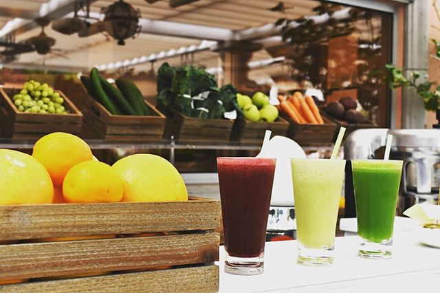 The juice bar @bevhillshotel. Their delicious, fresh juices make the perfect poolside refreshment 🌴🌴🌴